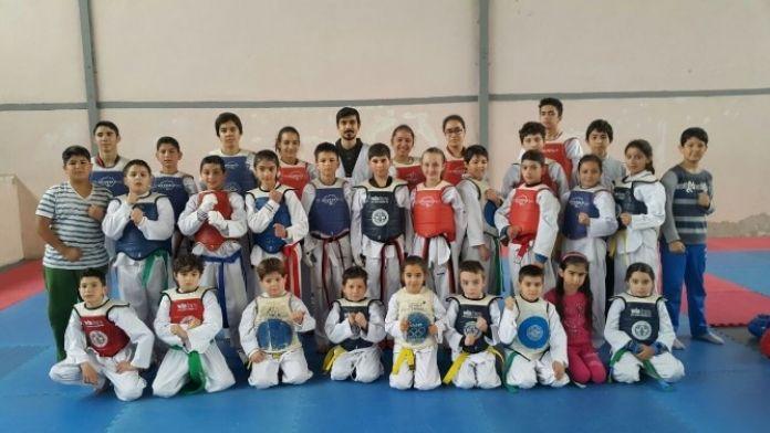 Foçalı Taekwondocular Eskişehir Yolcusu