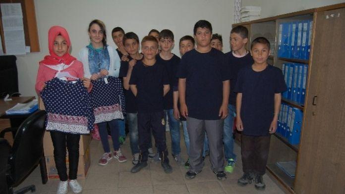 Güroymak'ta 400 Öğrenciye Tişört Dağıtıldı