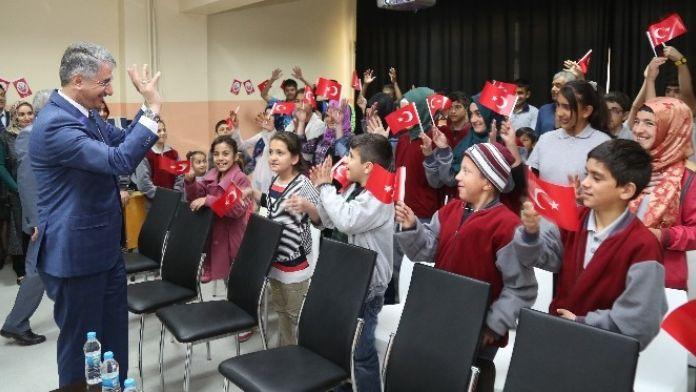 23 Nisan'ı İşaret Diliyle Kutladılar