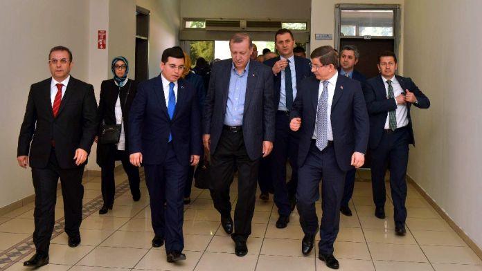 Erdoğan ve Davutoğlu Kepez Belediyesini ziyaret etti