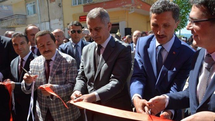 Vali Balkanlıoğlu, Kabadüz Gençlik Derneği Açılışına Katıldı