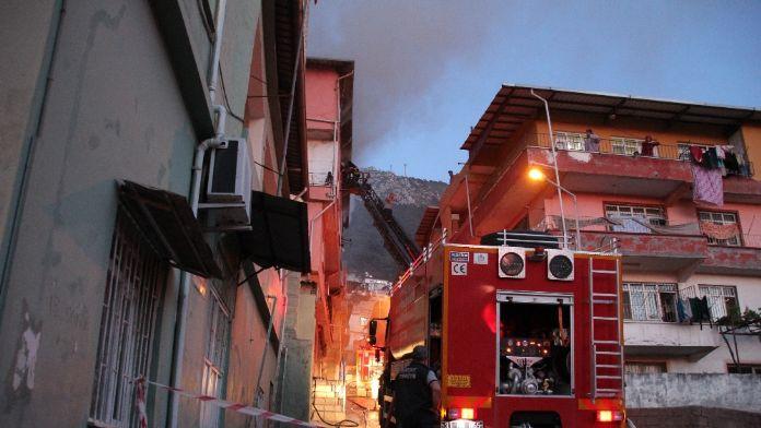 Hatay'da ev yangını: Biri bebek 6 kişi zehirlendi