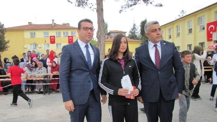 Masa Tenisi Türkiye Şampiyonu Öğrenci Ödüllendirildi