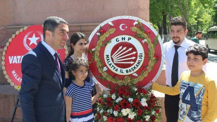 CHP, Add Ve Eğitim-iş Anıta Çelenk Sundu