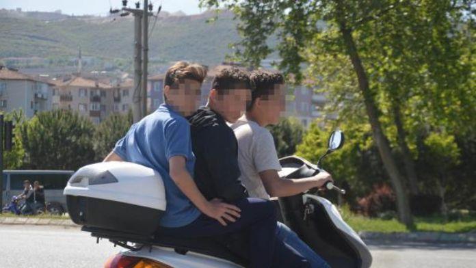 3 gencin motosiklette yolculuğu korkuttu