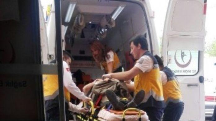 Hatalı Sollama Yapan Otomobil Otobüse Çarparak Durabildi