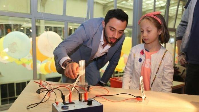 Minikler 23 Nisan Coşkusunu Bilim Ve Eğlence İle Kutladı