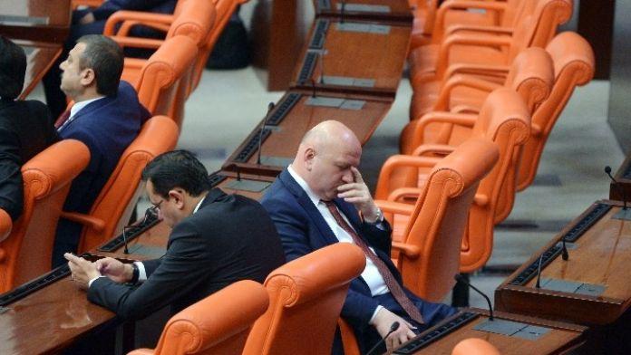 AK Partili Vekilden Kılıçdaroğlu'nun Konuşmasına Sırtı Dönük Tepki