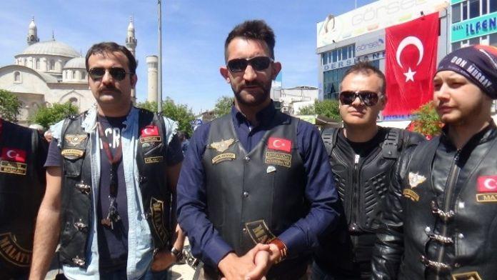 Motosikletçiler Çocuklar İçin Gaza Bastı