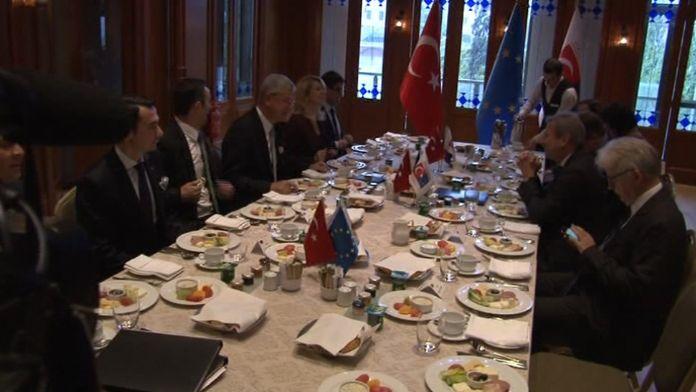 Volkan Bozkır AB Komisyonu Üyesi Hahn'la görüştü