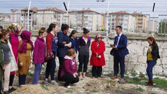 Kyk'nın Kız Öğrencileri Fidan Dikti