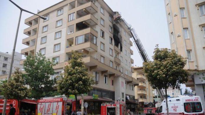 Apartmanda tüp patladı: Yaralılar var (1)