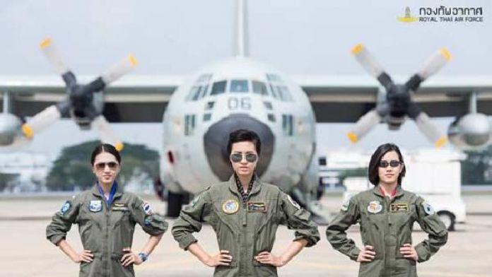 Tayland Hava Kuvvetleri'ne 8 kadın pilot adayı