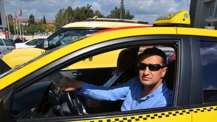 Taksiciler hasılatı şehit aileleri ve gazilere bağışladı