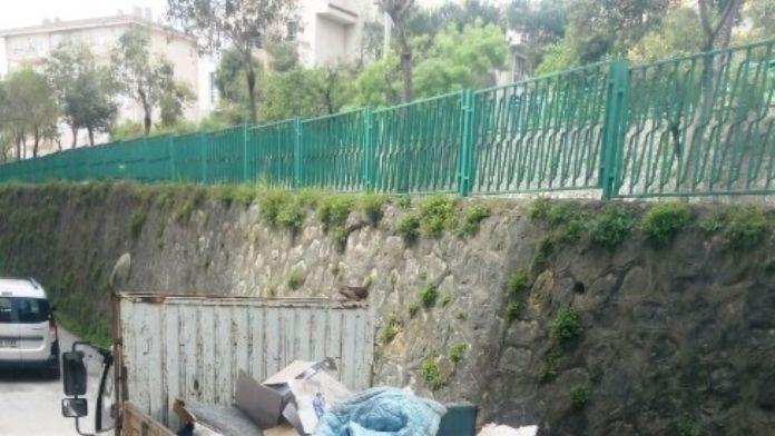 İzmit'te Ölen Bir Şahsın Evinden 2 Kamyon Çöp Çıktı
