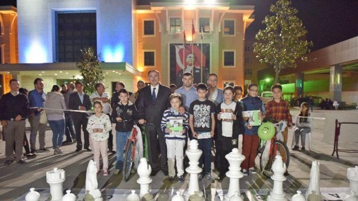 Satranç Şampiyonlarına Ödül