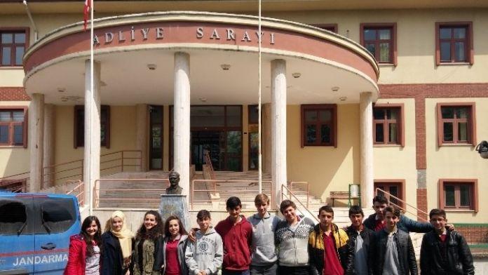 Öğrenciler Akyazı Adalet Sarayını Gezdi