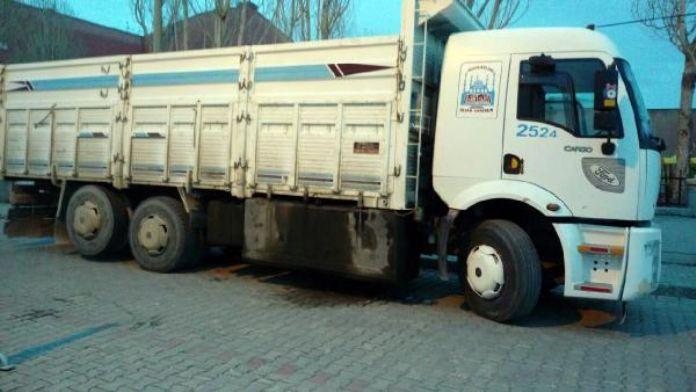Van'da 8 ton kaçak akaryakıt ele geçirildi