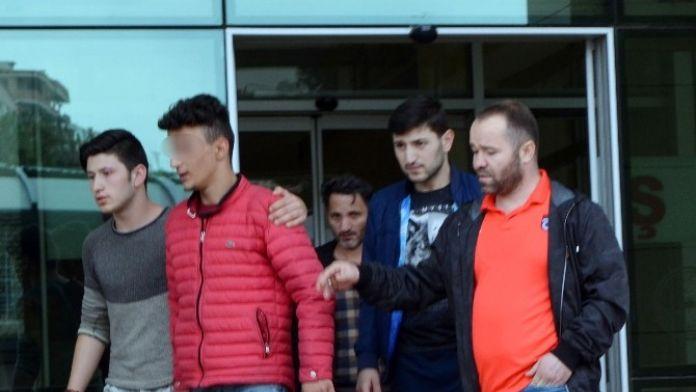 Hakeme Saldıran Ve Çıkartıldığı Mahkemece Serbest Bırakılan Genç Taraftar Adliyeden Ayrıldı