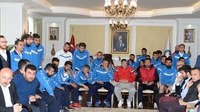 Vali Altıparmak: 'Erzurumspor Süper Ligi Hak Ediyor'