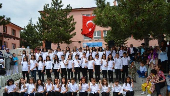 Öğrencilerin 23 Nisan Gösterileri Velileri Gururlandırdı