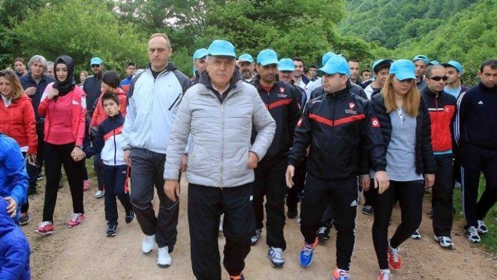 Başkan Karaosmanoğlu, Faal Futbol Hakemleri Kocaeli Şubesi İle Yürüyüş Yaptı