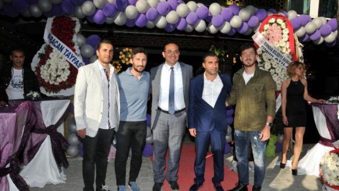 Altınordulu Berkay'ın cafe-restoranına 'Sabri Reyiz'li açılış