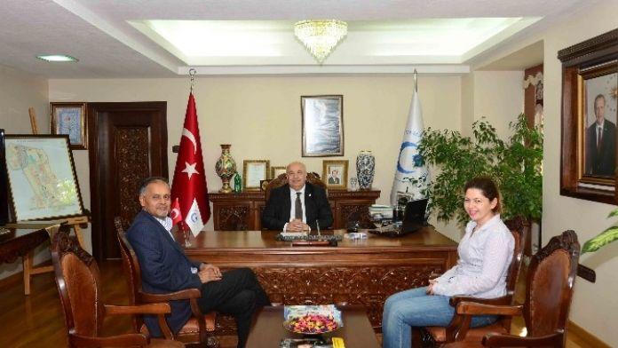 Prof. Dhuga'dan Rektör Prof. Dr. Gönüllü'ye Ziyaret