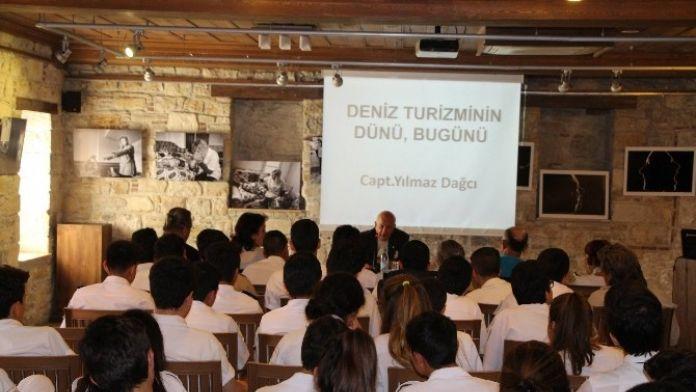 Kuşadası'nda 'Deniz Turizmi' Konferansı