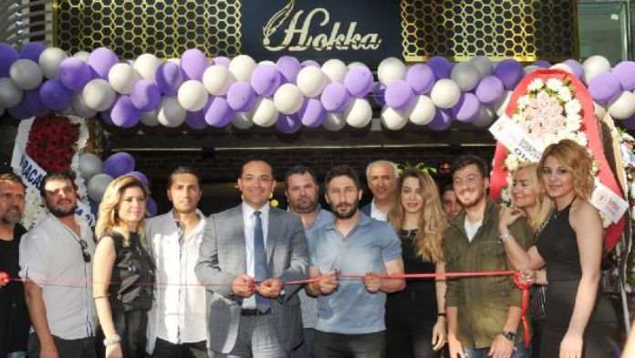 Galatasaraylı Sabri ve ailesi İzmir'de açılışta