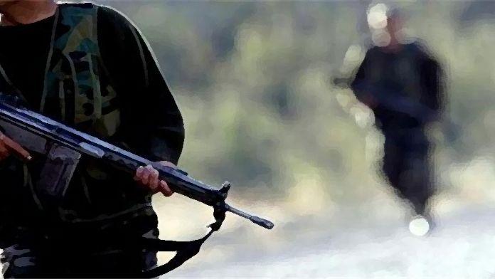 Patlayıcı döşeyen PKK'lılarla çatışma!