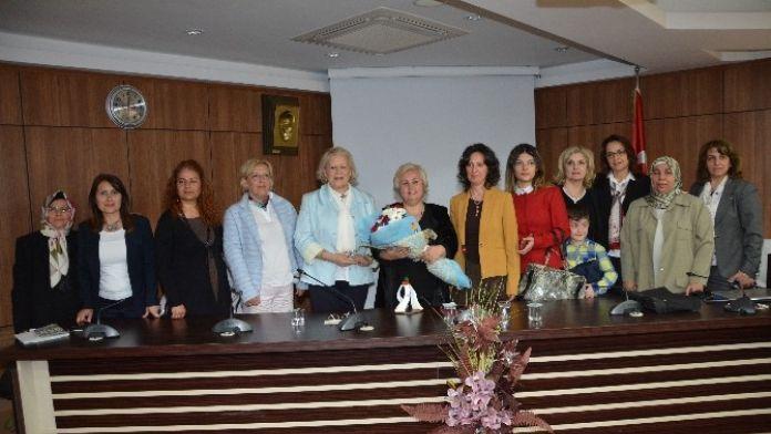 Kadının Yasal Hakları Düzenlenen Toplantıda Anlatıldı