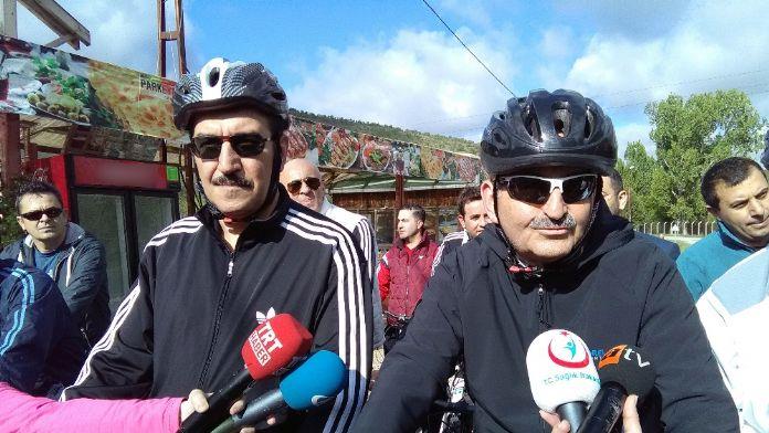 Bakanlar sağlık için bisiklet sürdü