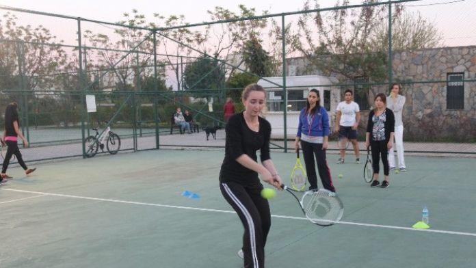 Büyükşehir'den Ücretsiz Tenis Kursları