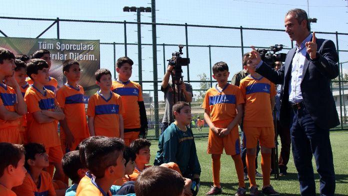 İsmail Kartal geleceğin futbolcularıyla buluştu