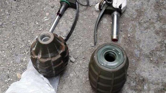 Yol kenarında 4 el bombası bulundu