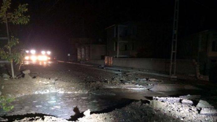 Van'da polis aracının geçişi sırasında patlama - ek fotoğraf