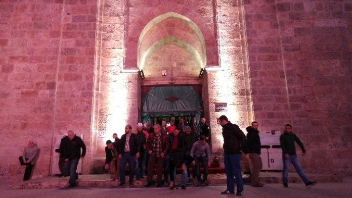 Bursalılar Teröre İnat Ulucami'ye Akın Etti