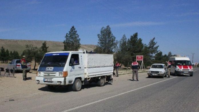 Ceylanpınar'da Jandarmadan Yol Kontrolü