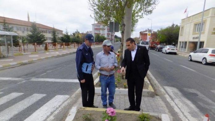 Kaymaklı Kasabası Çiçeklerle Donatıldı