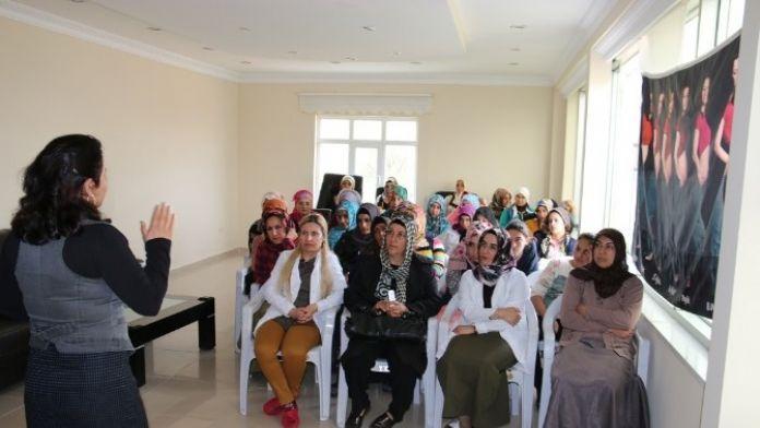 Edremit Belediyesi'nin Kadın Sağlığı Seminerleri Devam Ediyor