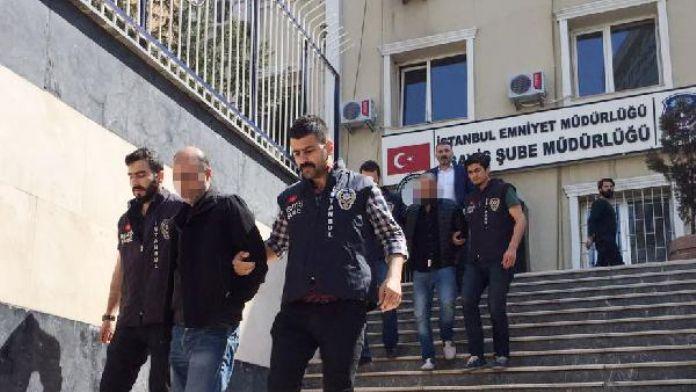 Beyoğlu'nda 3 kişinin karıştığı silahlı kavga sırasında yoldan geçen bir kişi vurulup öldü