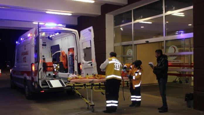 Çelikhan'da Traktör Şarampole Devrildi: 4 Yaralı