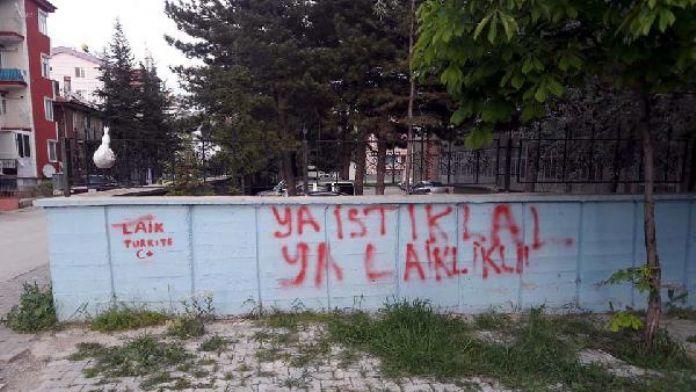 Duvarlara 'Laik Türkiye' yazan CHP'li gençler ifadeye çağrıldı