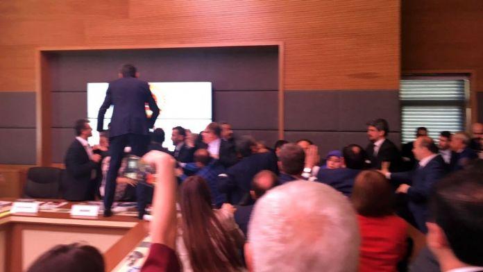 Komisyondaki kavgada bazı vekiller yaralandı
