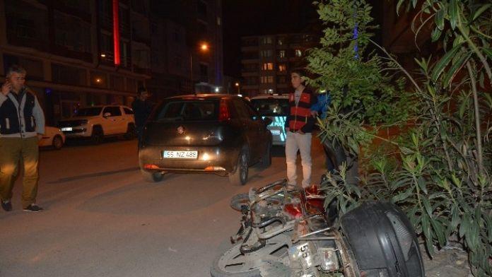 Otomobil İle Motosiklet Çarpıştı: 1 Yaralı 28 Nisan 2016 Perşembe