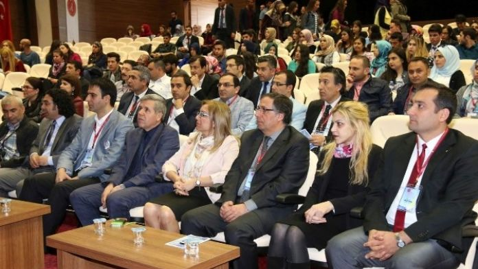 '5. Ulusal Türk Dili Ve Edebiyatına Genç Yaklaşımlar Öğrenci Bilgi Şöleni' Başladı