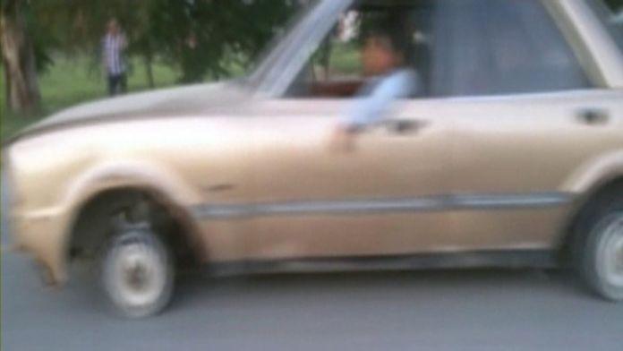 (Özel Haber) Tekerleği Olmayan Otomobili Ana Yolda Böyle Çektiler