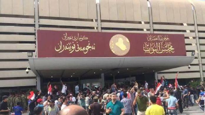 Irak'ta el-Sadr yanlıları meclisi binasını işgal etti