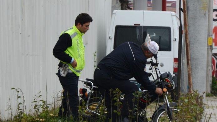 Terk Edilmiş Motosiklet Otoparka Çekildi